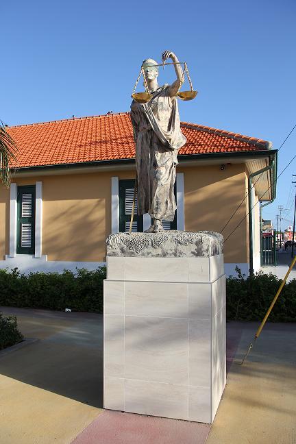 Standbeeld Vrouwe Justitia Gerecht Eerste Aanleg Aruba