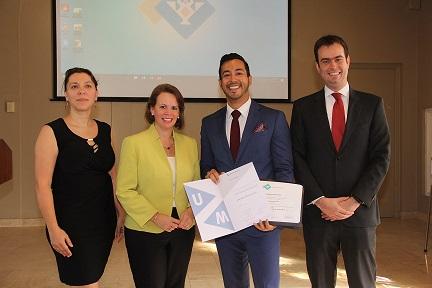 Jean-Marc Kock - de eerste afgestudeerde van  het Double Degree Master Program International and European Tax Law en Minister President mr. Evelyn Wever-Croes.